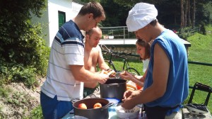 Inedit! Party cu salata de fructe, la Pietrele lui Solomon