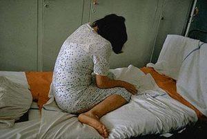 Un individ și-a violat fata minoră și a traficat-o sexual pentru 200 de lei unui italian
