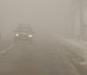 Atenție la drum! Ceaţă şi depuneri de chiciură în mai multe localități din județul Brașov