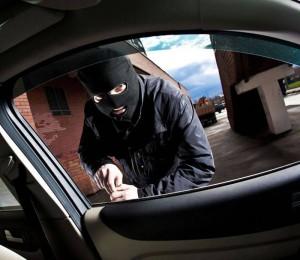 Doi brașoveni, arestați pentru furturi auto din Buzău