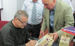 Dinescu, haz de necaz: Trebuia plantat în curțile bisericilor sparanghel, iar de Înviere să-l culegem…