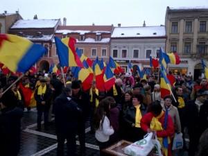 FOTOGALERIE Peste o mie de oameni au sărbătorit Ziua Unirii în Piața Sfatului