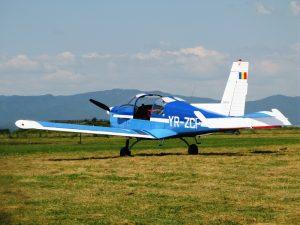 Un pilot brașovean a aterizat forţat pe un câmp din judeţul Arad