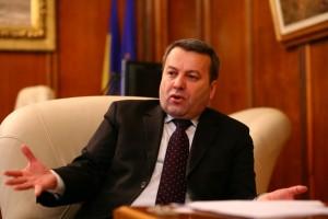 """Ialomiţianu le cere sprijinul liberalilor, ţinând cont că """"Guvernul Ponta dă cu o mână, dar ia cu două"""""""