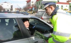 Pompierii şi poliţiştii vor oferi flori şi mărţişoare braşovencelor