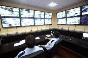 """Zece şcoli din zona metropolitană vor fi dotate cu echipamente """"Big Brother"""""""