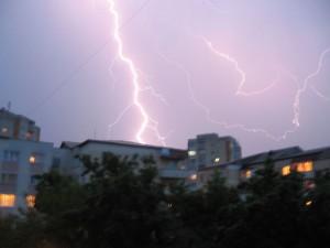 Ploile torențiale și vijeliile continuă. Zonele afectate