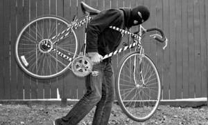 Hoț de biciclete, prins de polițiști la Moieciu în toiul nopții