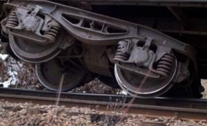 Vagonul unui tren de marfă a deraiat lângă Feldioara