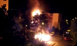 Flăcări mai mari decât un bloc cu patru etaje, în cartierul Tractorul (VIDEO)