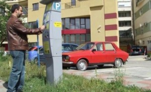 """Braşovul are, în sfârşit, """"parcare prin SMS"""", dar… taxa este aproape dublă!"""