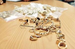 Hoațe de bijuterii, prinse în centrul Brașovului
