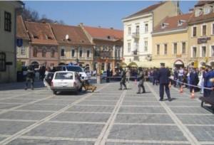 Polițiștii brașoveni fac spectacol în Piața Sfatului!