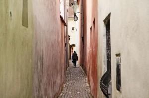 Amendat pentru că și-a arătat iubirea pe zidurile străzii Sforii
