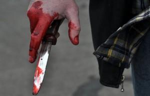 Bataie cu pumni și cuțite între foști iubiți chiar în casa femeii disputate