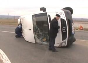Microbuz răsturnat pe DN1, între Predeal și Brașov