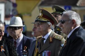 Veteranii de război, celebraţi în Piaţa Unirii