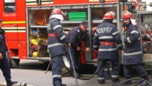 Incendiu la un bloc turn de pe strada Hărmanului