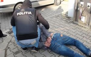 Patru hoți de haine, prinși în flagrant de polițiști