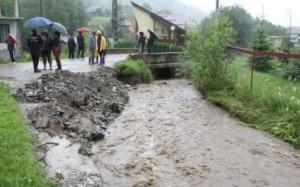 După ce trec ploile, autorităţile se apucă de verificări în zonele cu risc de inundaţii