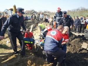 Operațiune de salvare: Muncitor îngropat sub un mal de pământ