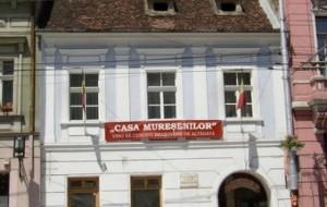 Directorii muzeelor braşovene luptă împotriva comasării