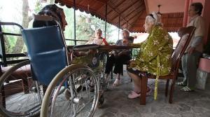 Cei aproape 1.000 de braşoveni beneficiari ai indemnizaţiei cu handicap îşi vor primi banii cu întârziere