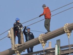 ISU în alertă: O persoană vrea să se arunce de pe podul de la Craiter