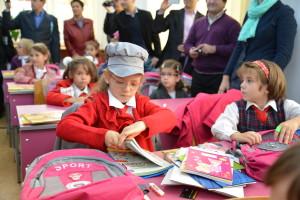 Ghiozdanul cadou de la Primărie ajunge pe băncile a peste 1.900 de elevi din Braşov, pe 15 septembrie