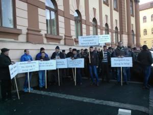 """Protest la Prefectură din cauza """"Drumului Rușinii"""""""