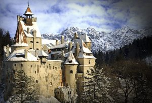 Lacătele iubirii strălucesc la Castelul Bran