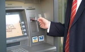 A vrut să scoată bani de la bancomat, dar a avut o surpriză neplăcută