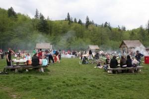 Oferte de 1 Mai la munte: petrecerile câmpenești, pricipala atracție