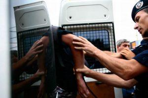 Agresor arestat după o altercaţie în faţa unui club din Braşov