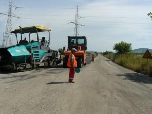 """2 kilometri pe zi, viteza de asfaltare la """"Drumul Rușinii"""""""