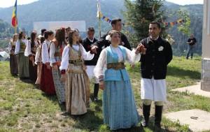 Junii curcani vă invită duminică la jocul strămoşesc de la Crucea Musicoiului