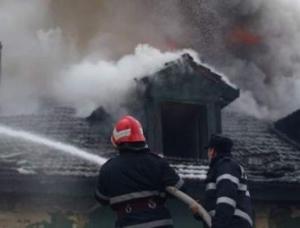 Incendiu la o magazie de lemne din Hărman. Focul a cuprins o suprafață de 200 de metri pătrați (Video)
