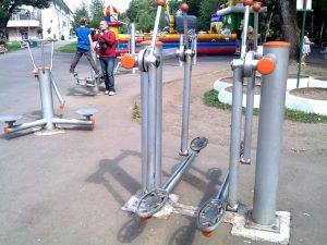 Premieră la Brașov: Aparate de fitness în aer liber pentru copii și persoane cu handicap locomotor