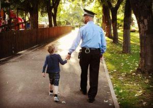 Polițiștii din Brașov: Cum procedezi pentru a preveni dispariția copilului?