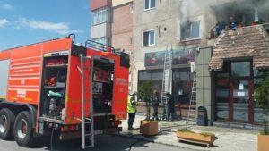 VIDEO Incendiu la un bloc în Triaj. Mai multe persoane evacuate