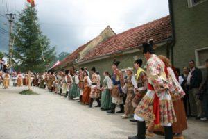 Serbările Cetăţii Braşovului vin în acest weekend cu parada portului popular și jocul junilor