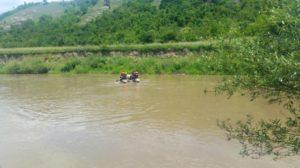 Trupul unuia dintre cei doi bărbaţi dispăruţi în râul Olt a fost găsit