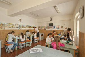 Centru de zi, în fiecare cartier, pentru copiii cu părinţii plecaţi în străinătate