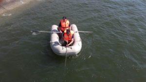Persoană cautată în Olt după ce barca în care se afla s-a spart