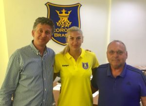 Laura Popa a semnat un contract pe un an cu Corona Braşov