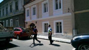 """Polițiștii locali continuă colectarea """"blocatoarelor"""" ilegale din Brașov"""