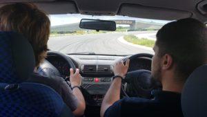 Piloții Napoca Rally Academy vor prezenta elevilor brașoveni principiile teoretice ale conducerii defensive