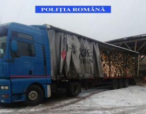 O autoutilitară şi lemnul transportat ilegal, confiscate de poliţişti