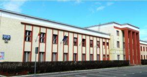 """Elevii Colegiului """"Mircea Cristea"""" vor avea o mică livadă în curtea școlii"""