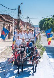 Parada tradiţională şi baterea armindenilor de Sărbătoarea Rusaliilor la Feldioara
